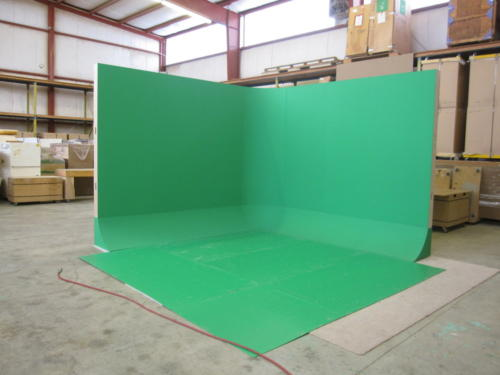 "Free standing ""L"" shaped green screen cyclorama 12.5'x12.5' with  a 90* angle"